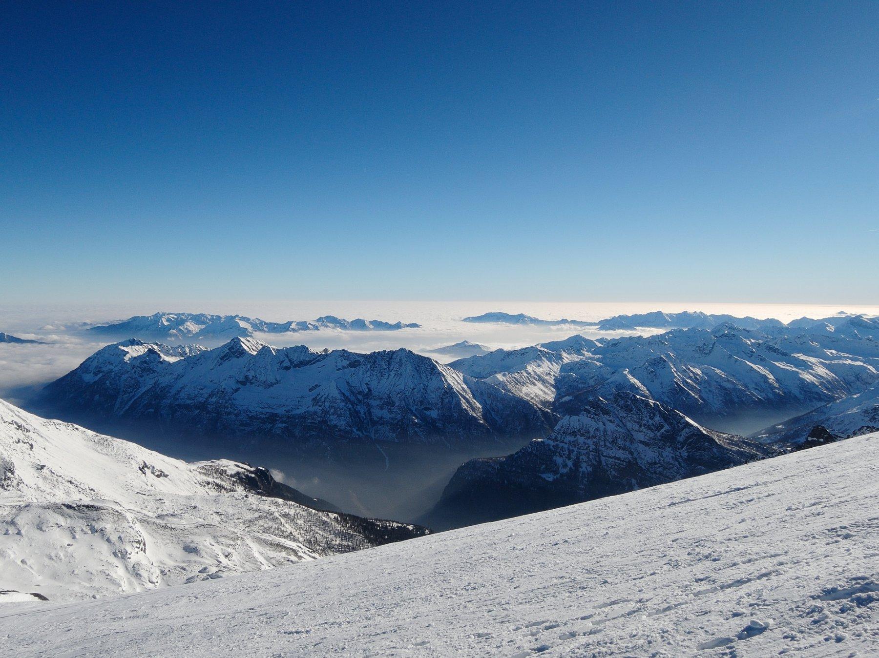 Nuvole nelle valli e in pianura