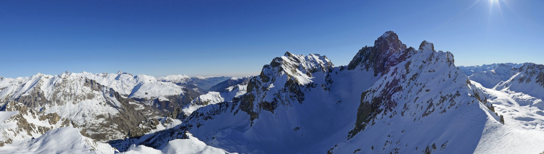 Panoramica dalla cima,in evidenza Auto Vallonasso e Oronaye