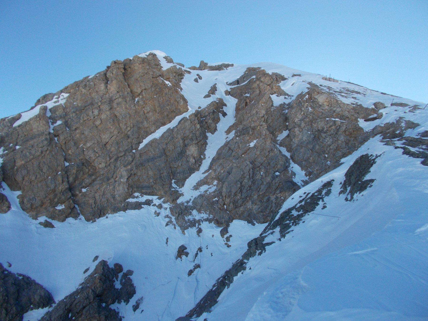 l'uscita dretta vista dalla spalla quota 3009.m..in fase di discesa..