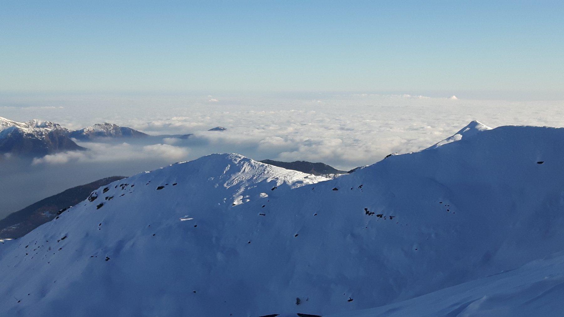 Nubi lontane