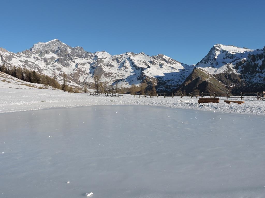 Grand Combin e Mont Gelé dal laghetto