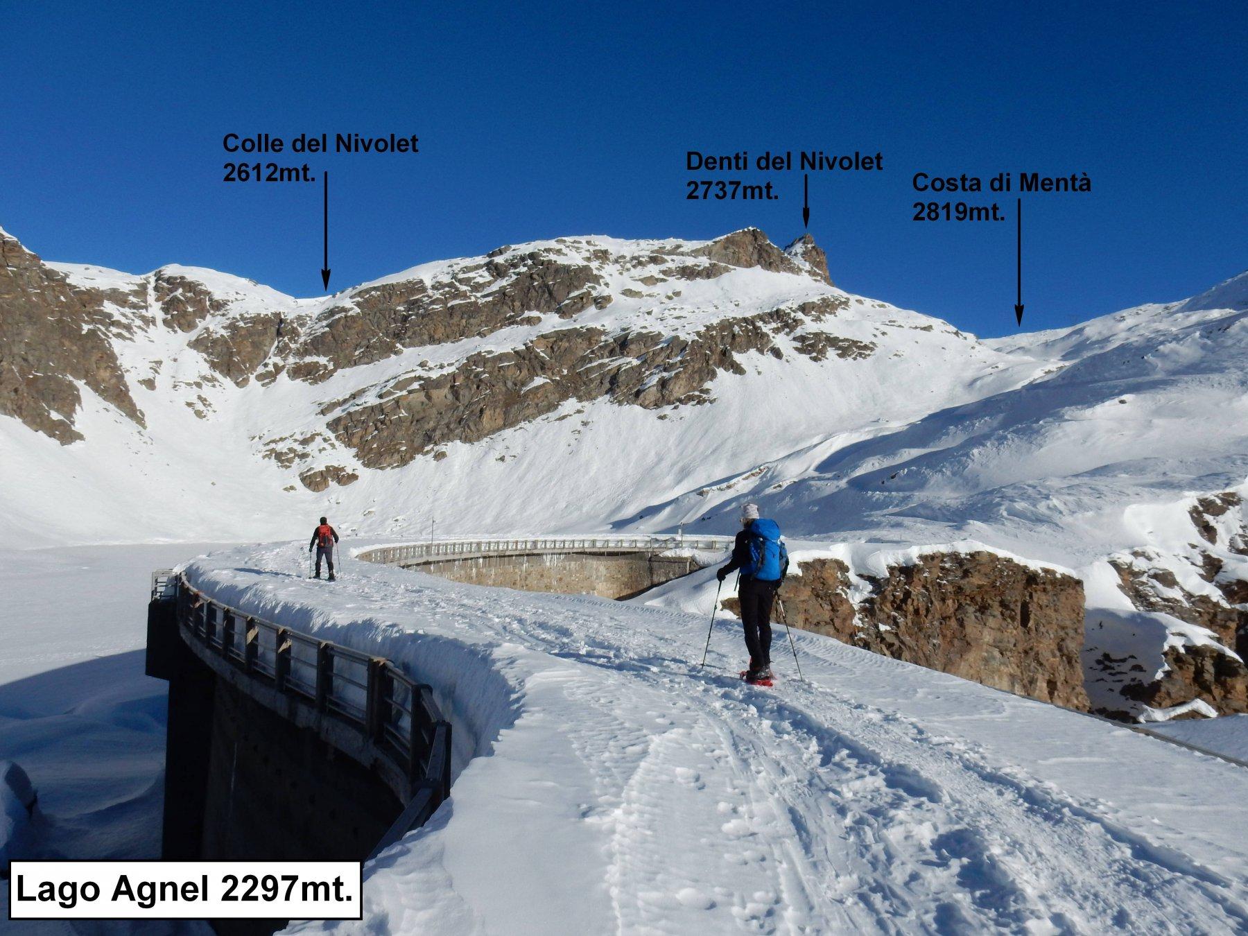 Attraversiamo la diga del Lago Agnel 2297mt.