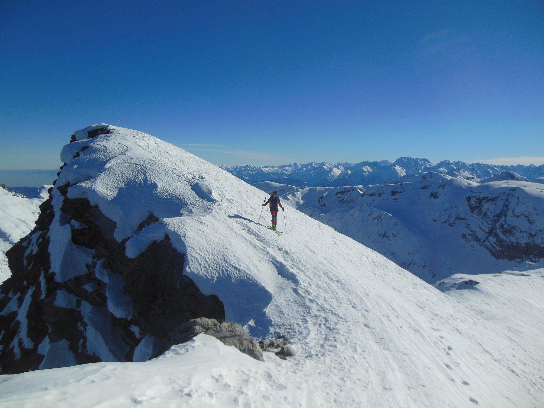 Verso la vetta scialpinistica (anticima)