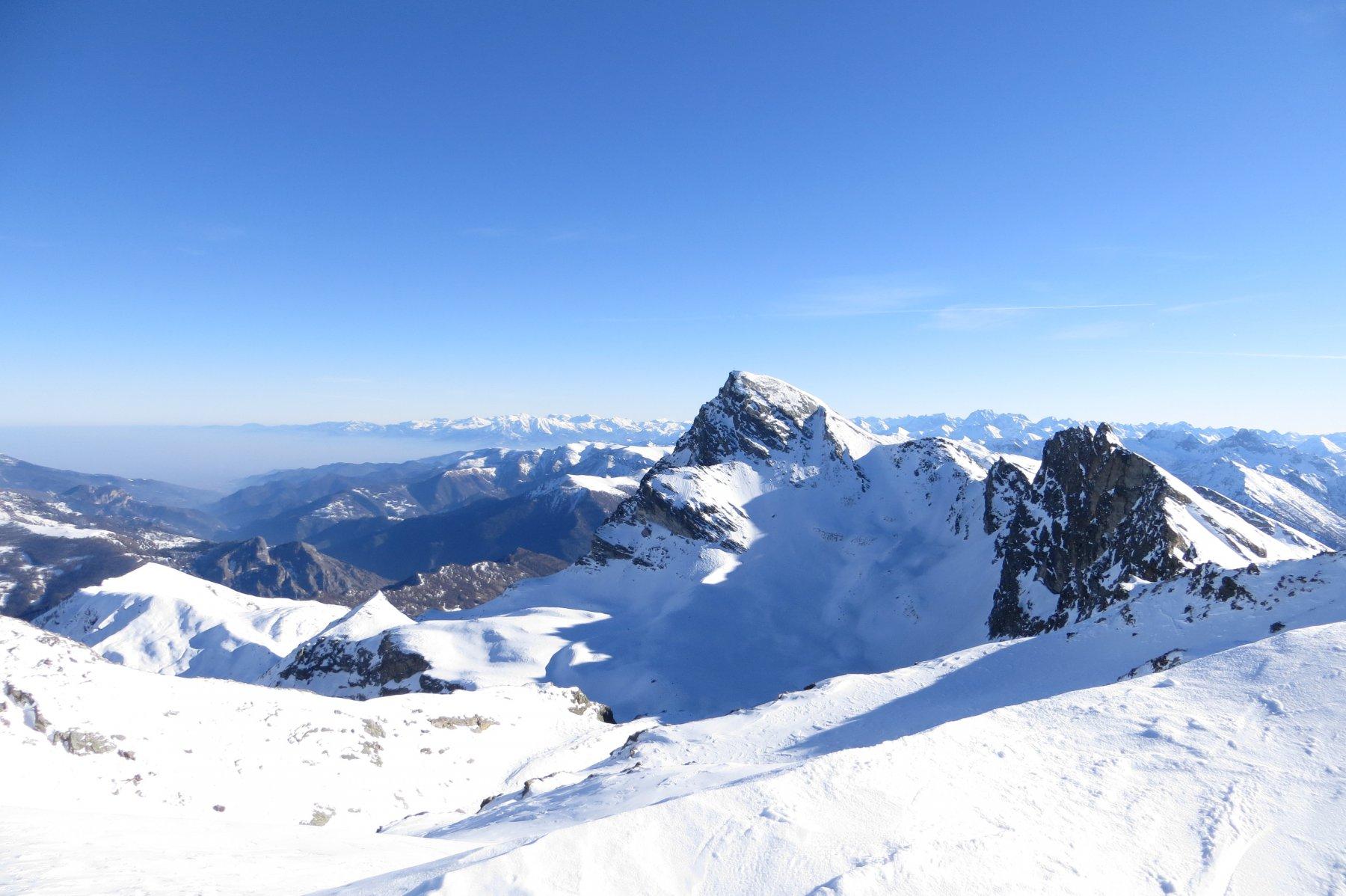 In discesa, a sud-est, il Monte Chersogno