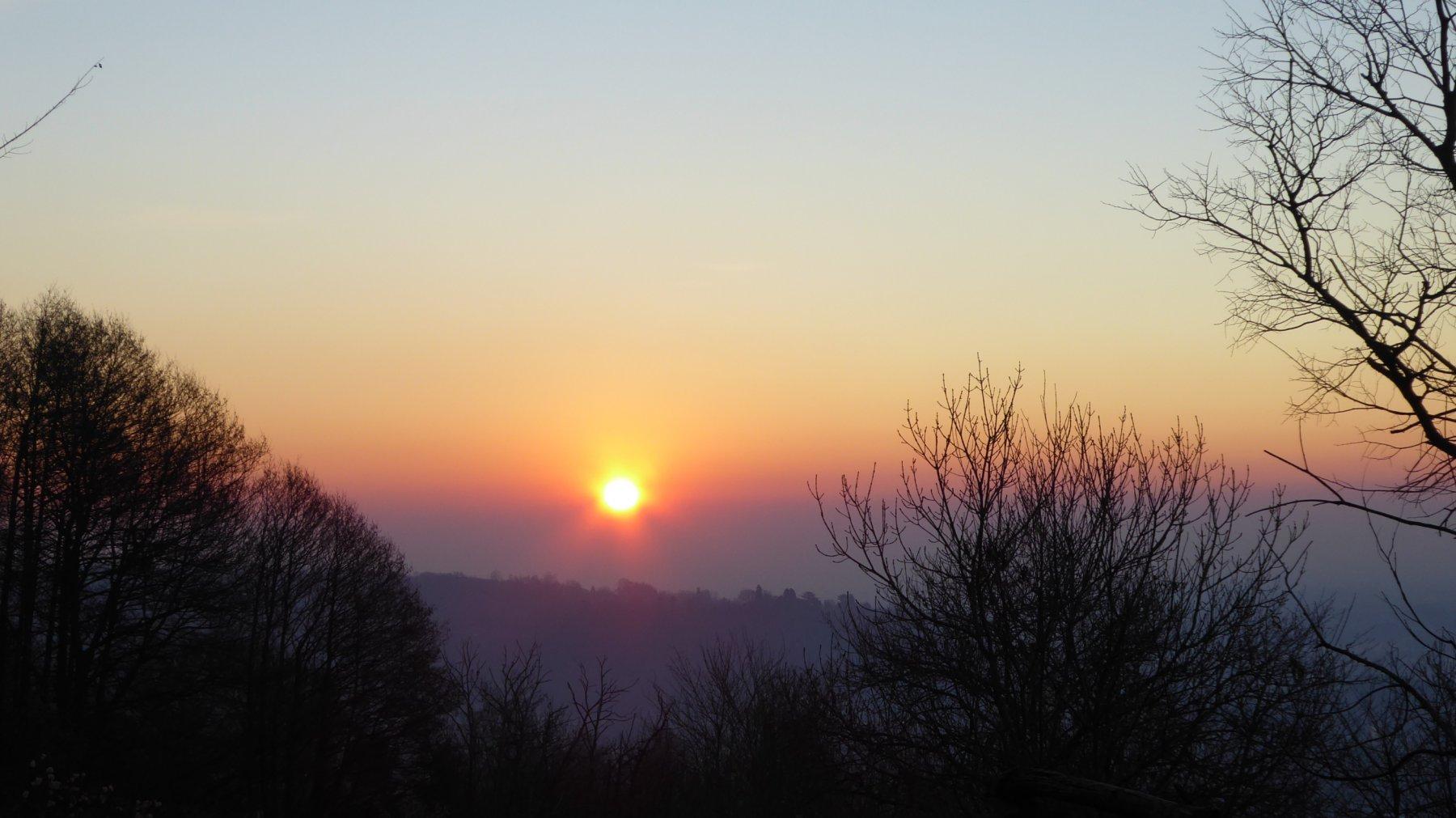 Sole nascente, dai boschi sopra Salto