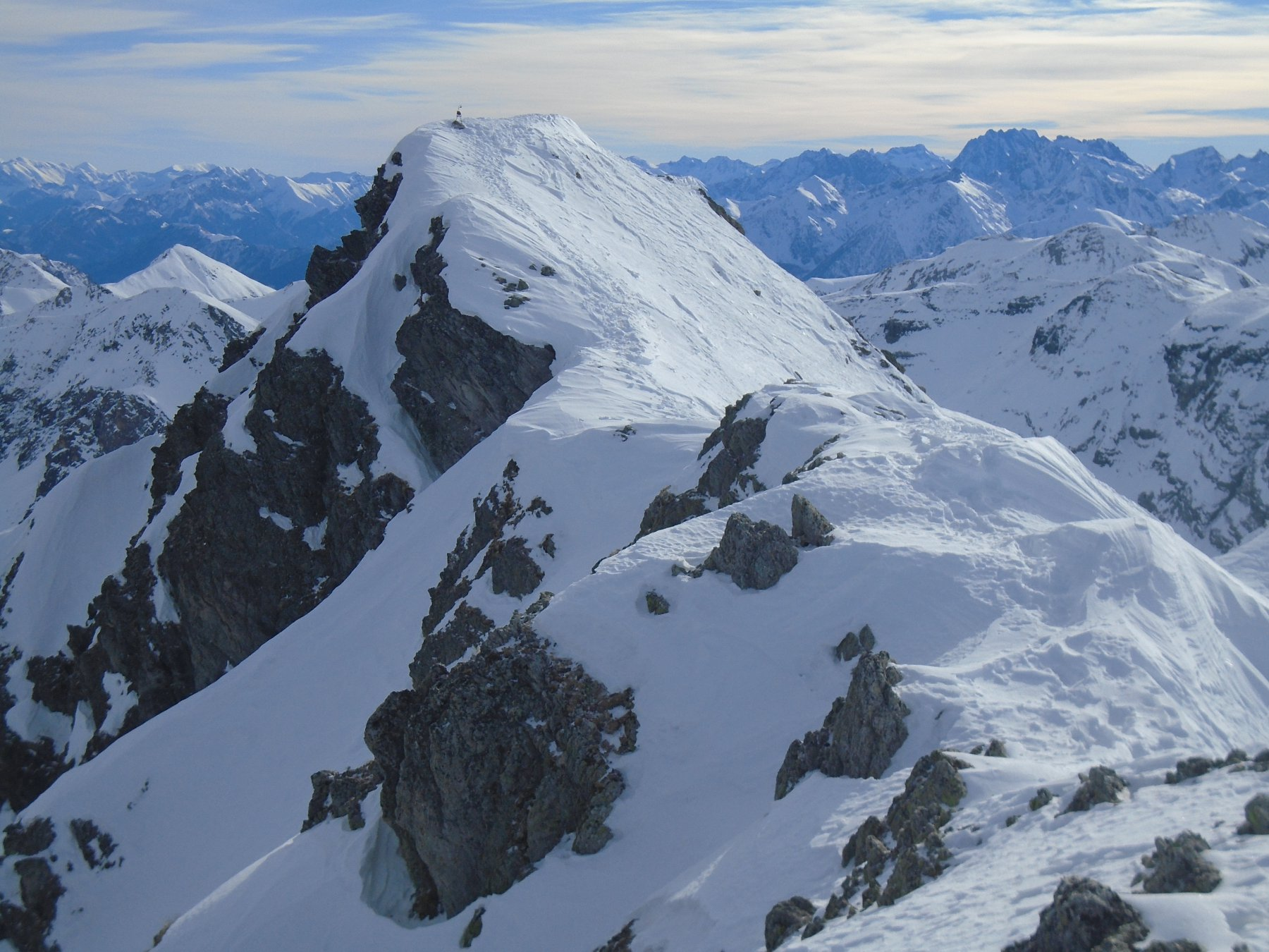 La vetta (campanello) vista dalla punta nord-ovest