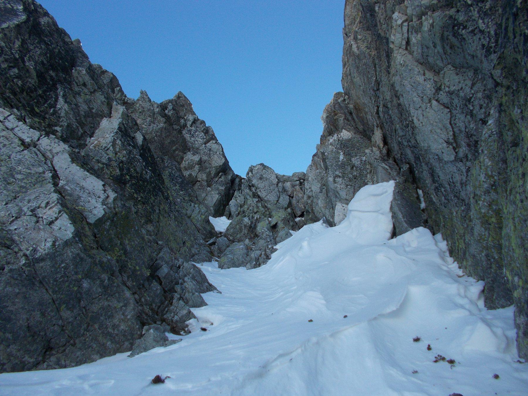il salto di roccia che ostacola l'uscita alla forcella..