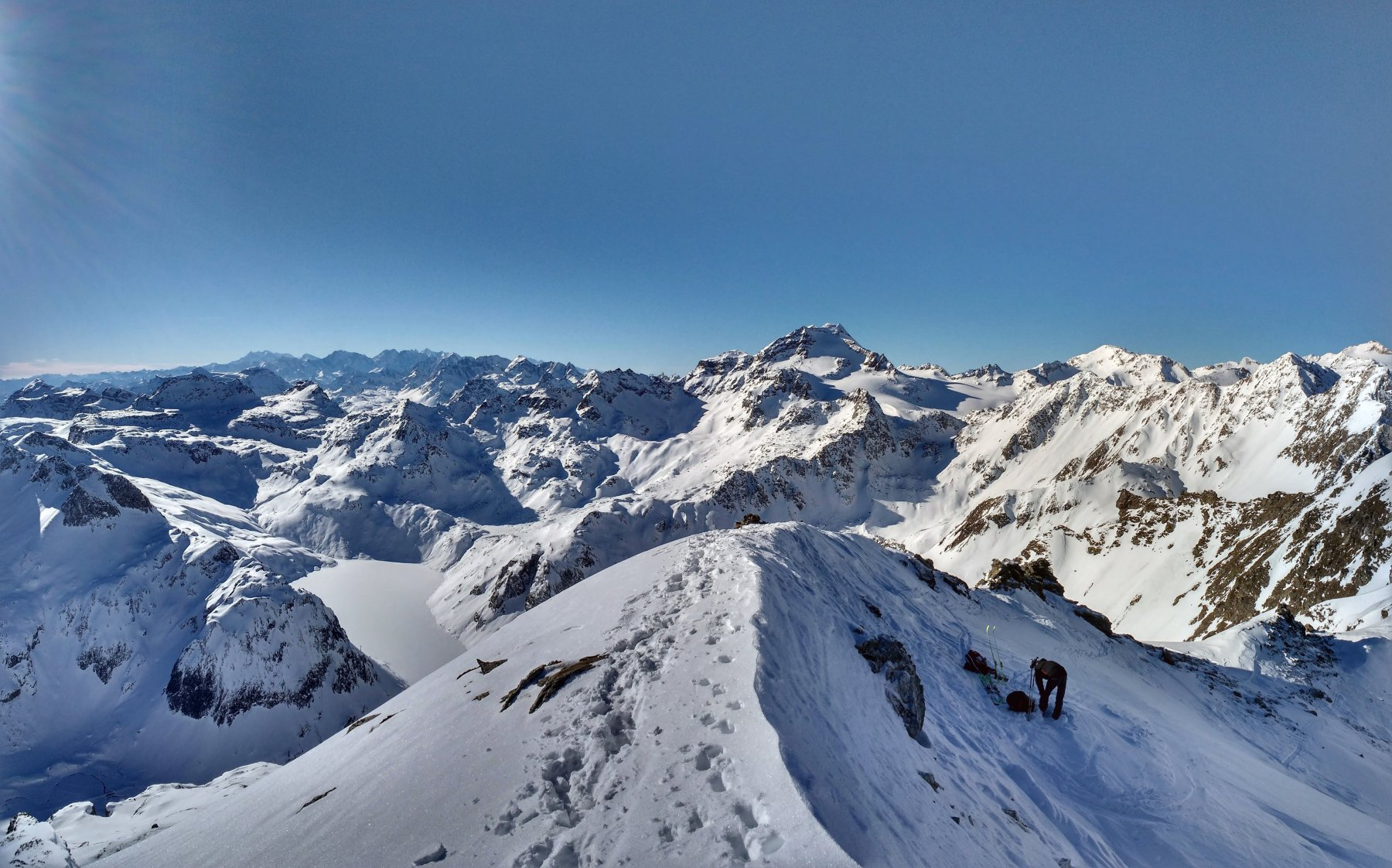 Vista dalla cima verso la val Vannino e l'Arbola.