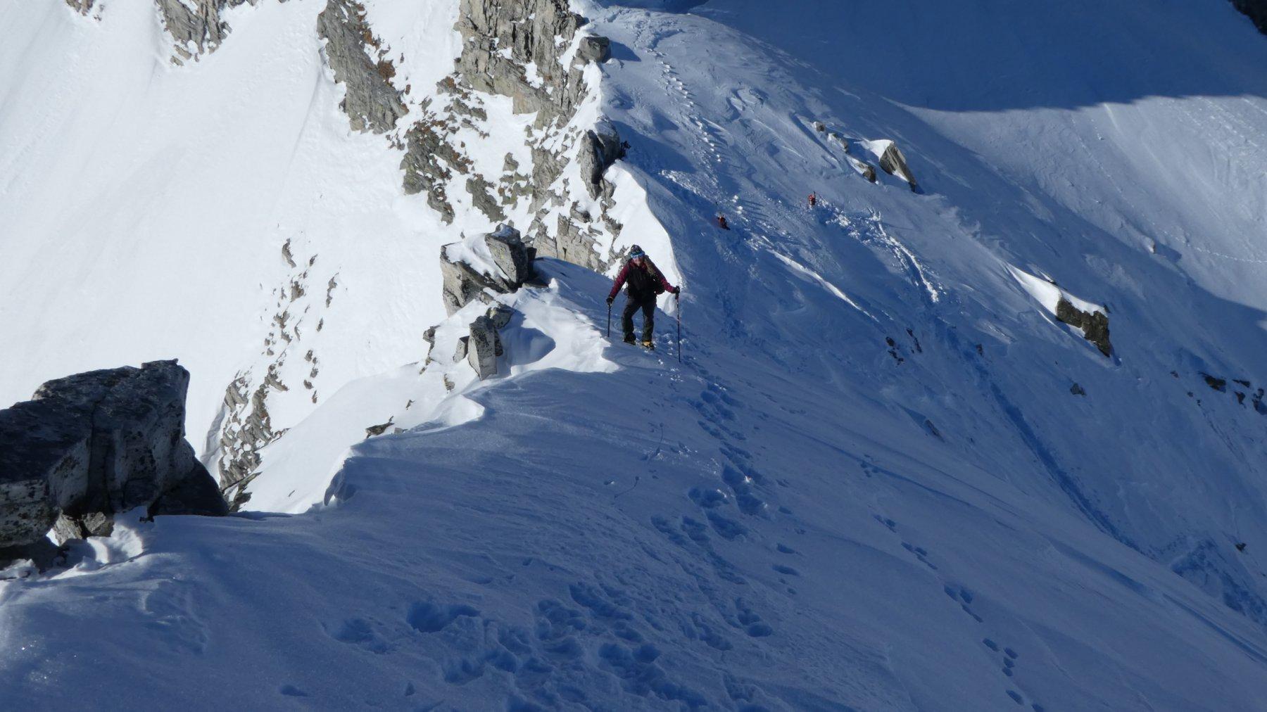 salendo lungo la cresta sommitale, poco sopra il Colle del Pizzo Bandiera
