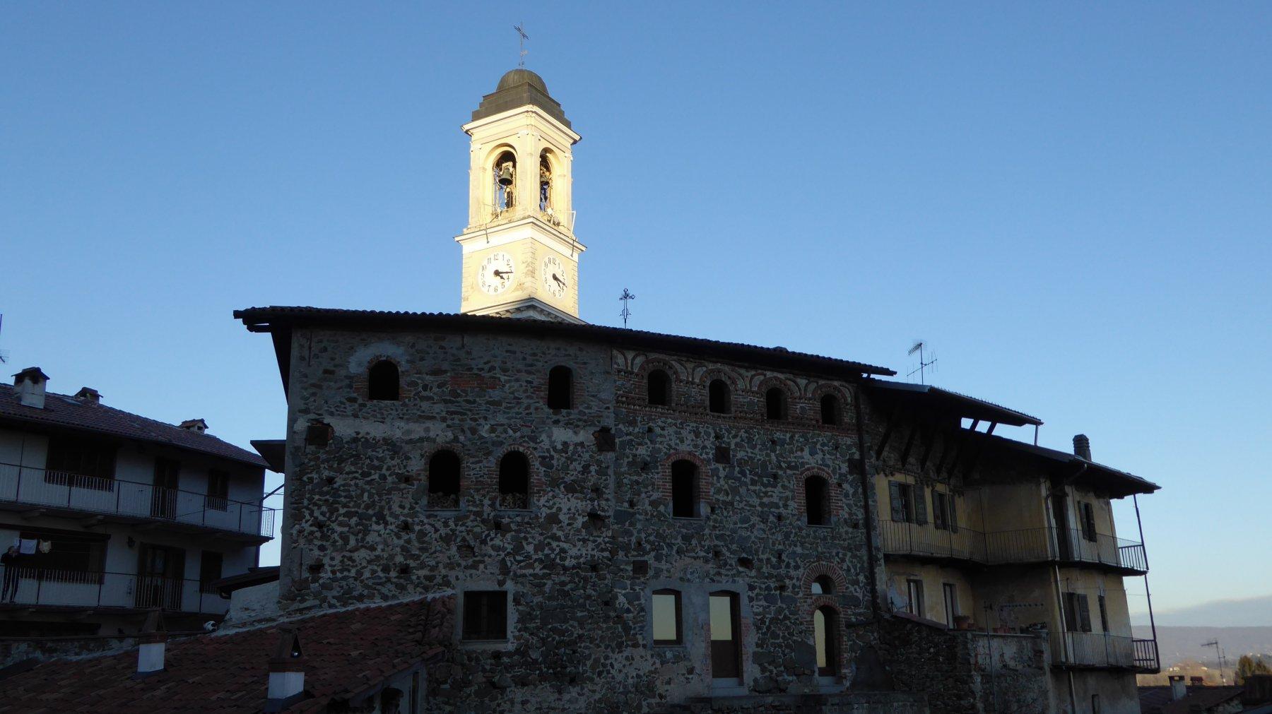 Al ritorno, ultimo sole sul campanile di Fiorano