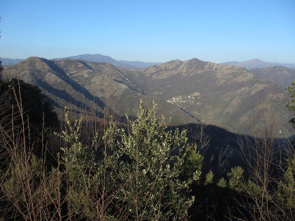 Dal m.Orsena panoramica con il paese di Chignero
