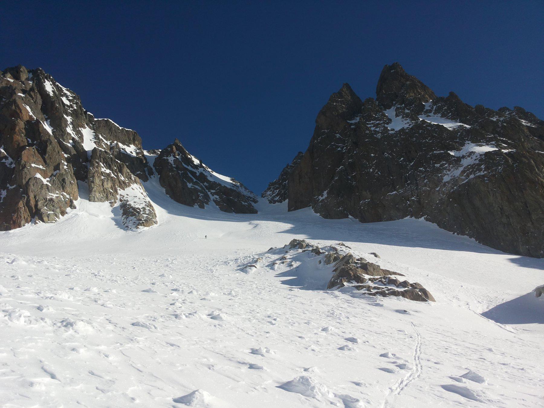 il colle bello carico di neve