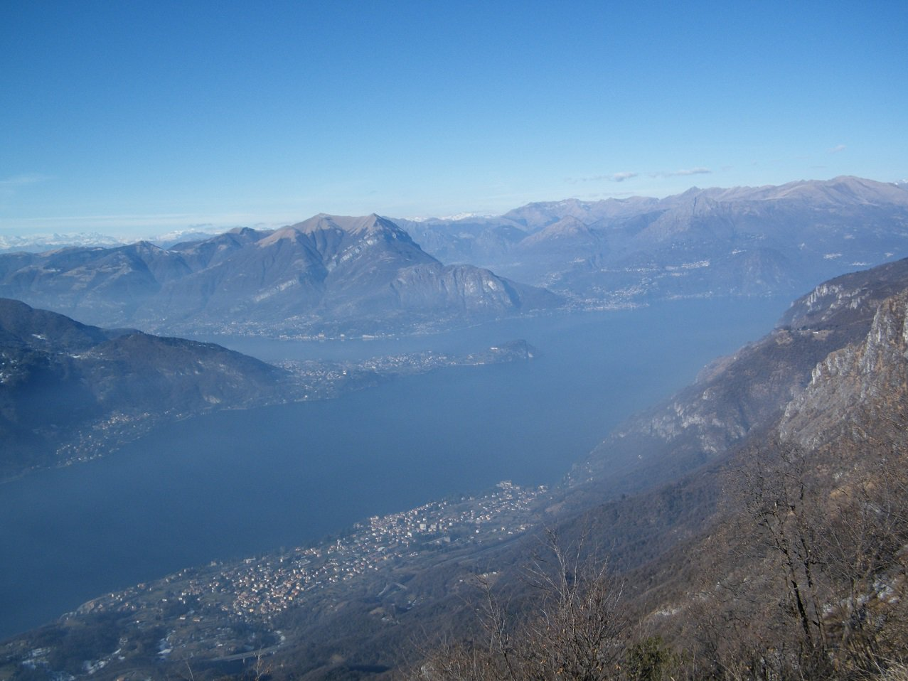 Il Lago con il promontorio di Bellagio visto dalla cima.
