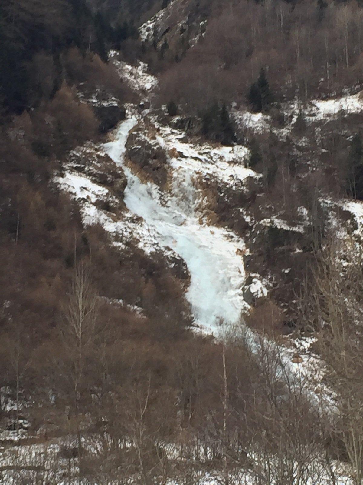 la cascata vista dalla strada