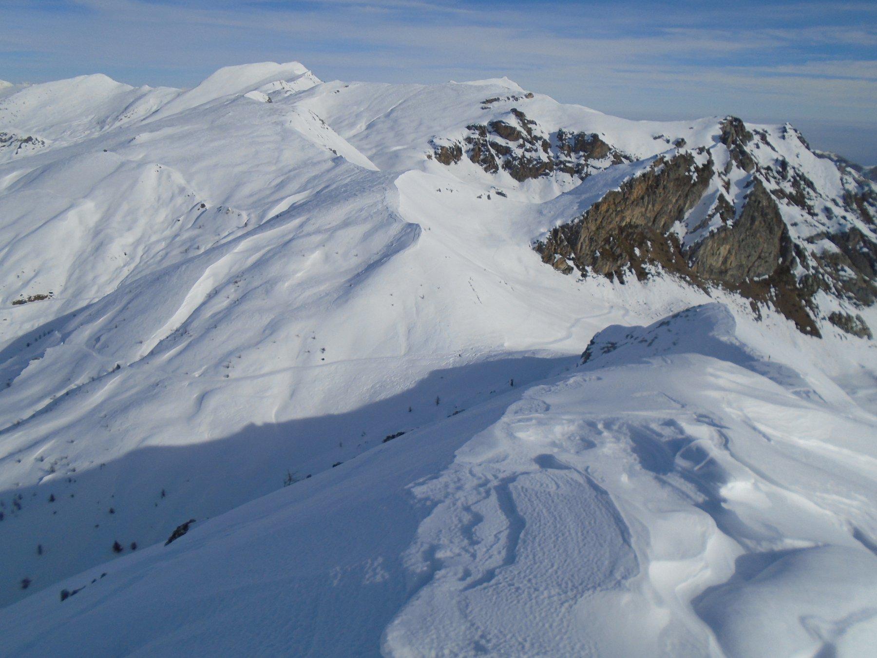 Dalla vetta la cresta nord-est diretta su Colle d'Esischie