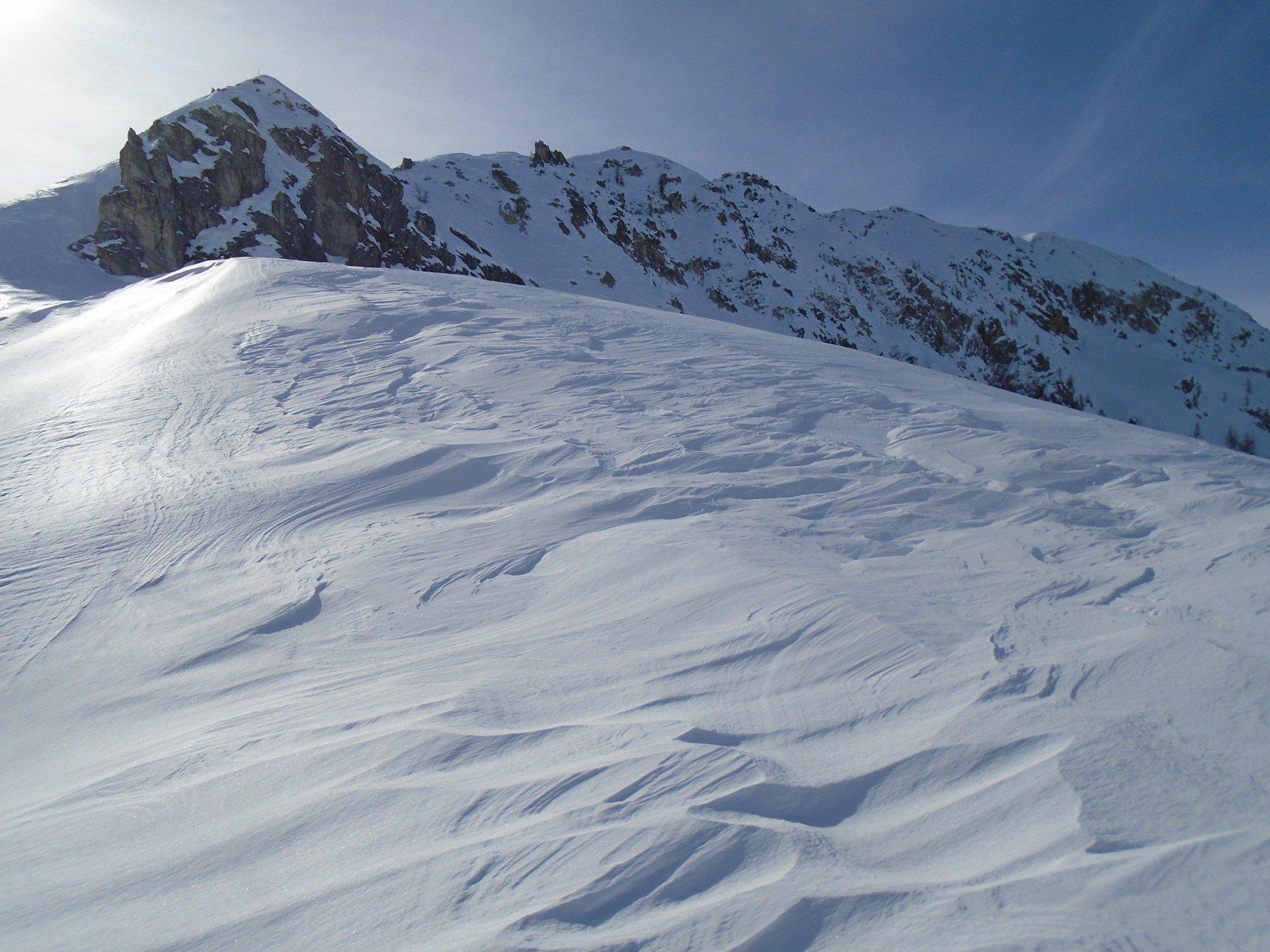 Colle d' Esischie: a sx ultimo tratto di cresta, subito a dx il breve pendio ripido disceso e tutta la cresta percorsa