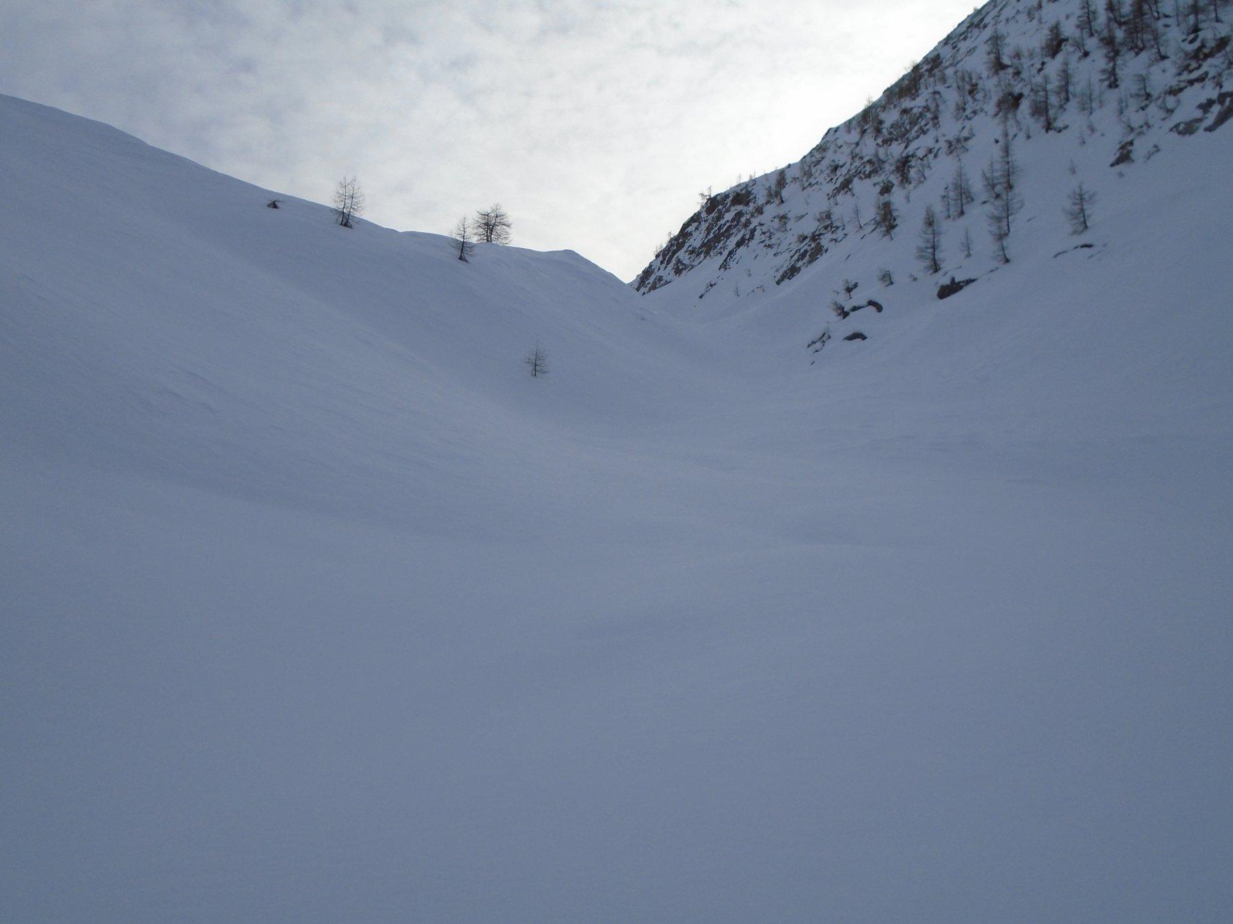 La facile gola da cui si accede al vallone per Colle Vallonetto