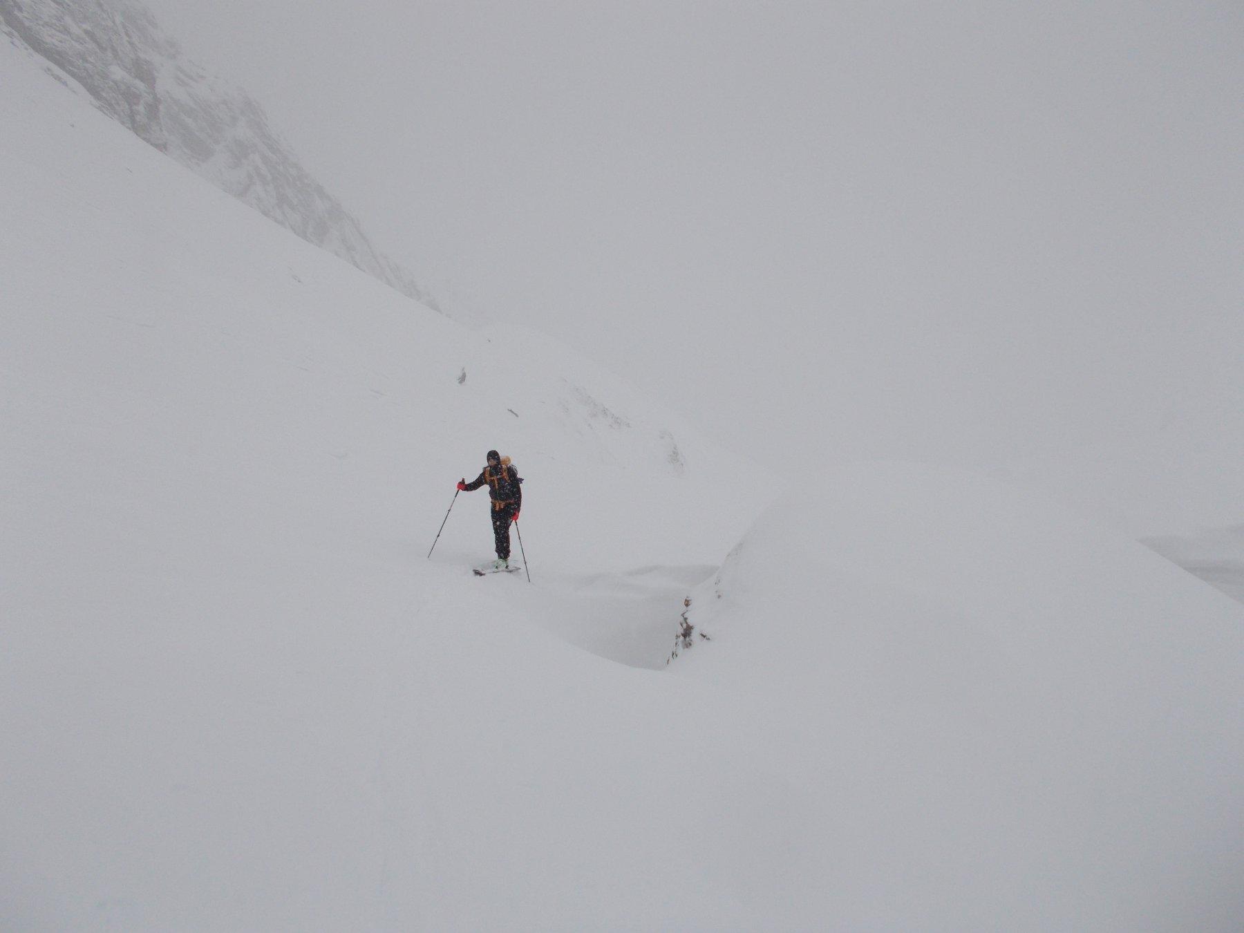 verso il Passo Gardetta sotto una fitta nevicata..
