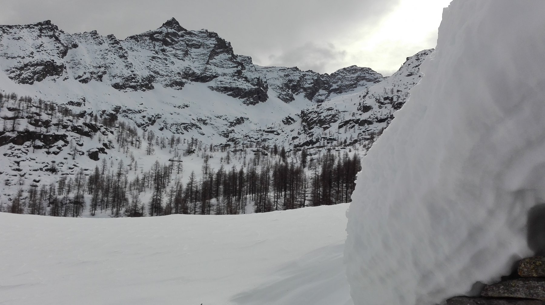 Il pianoro del lago visto dall'Alpe Loslà