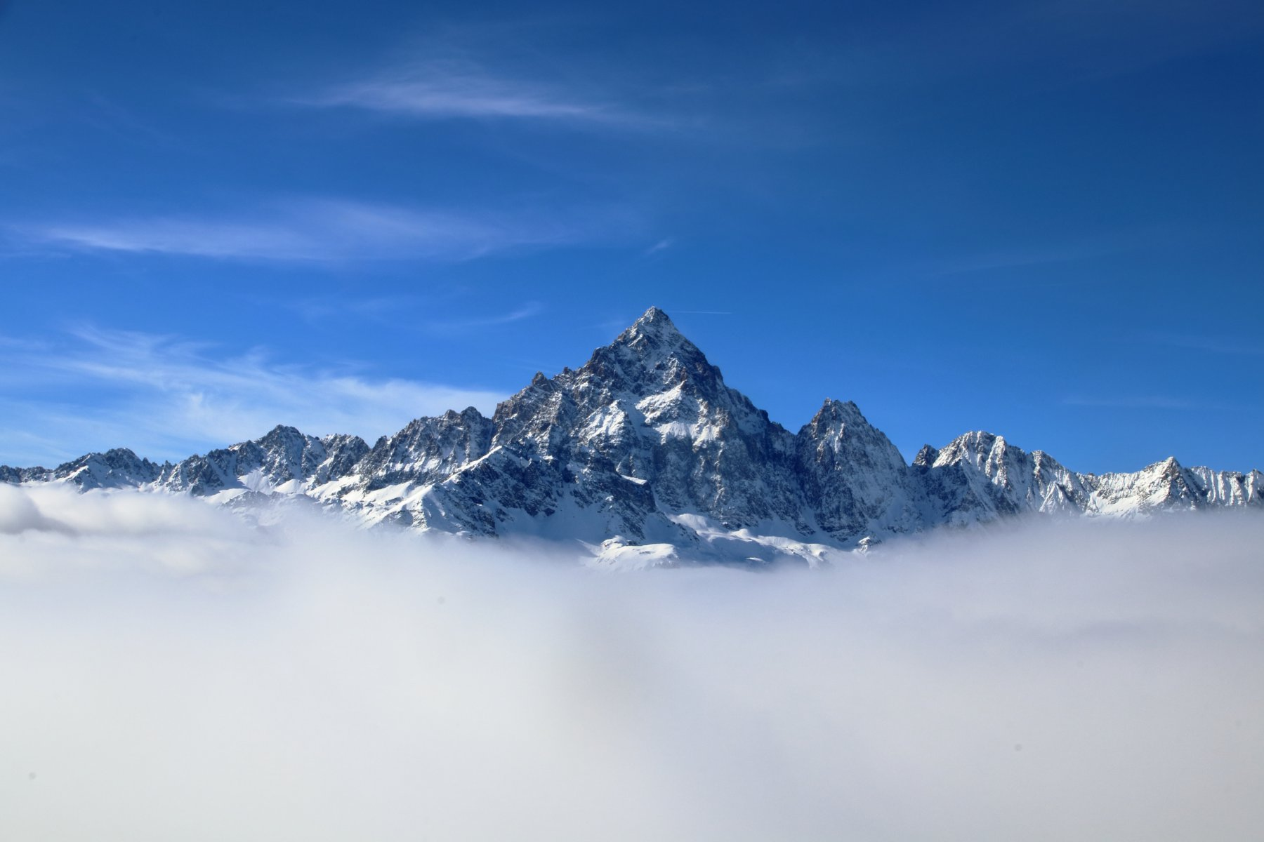 Il Monviso sul mare di nuvole