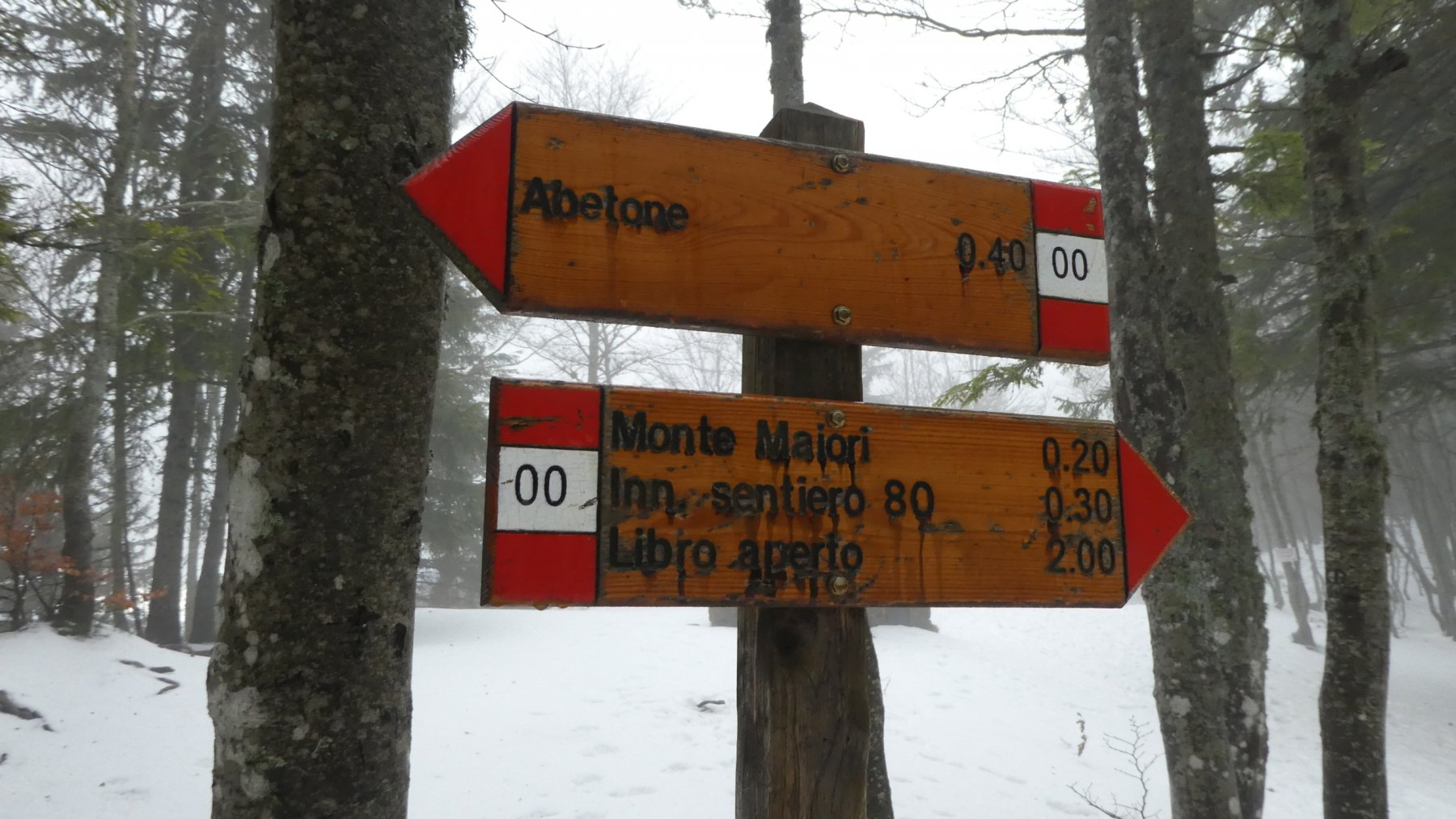 cartelli indicatori lungo il sentiero