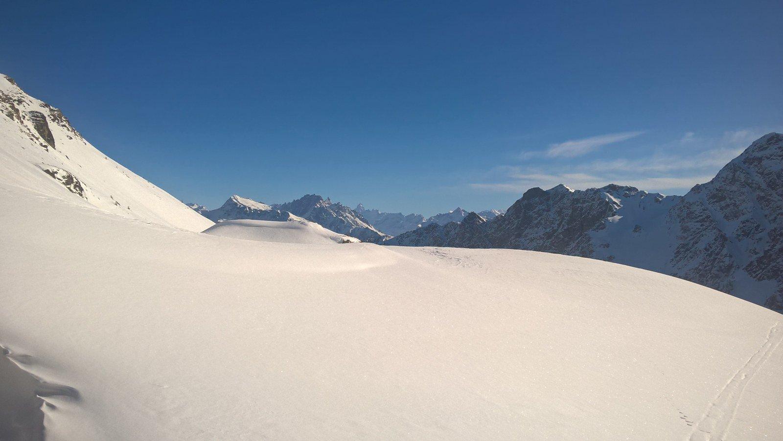 Poco sopra gli alpeggi con Gelè e Cervino sullo sfondo