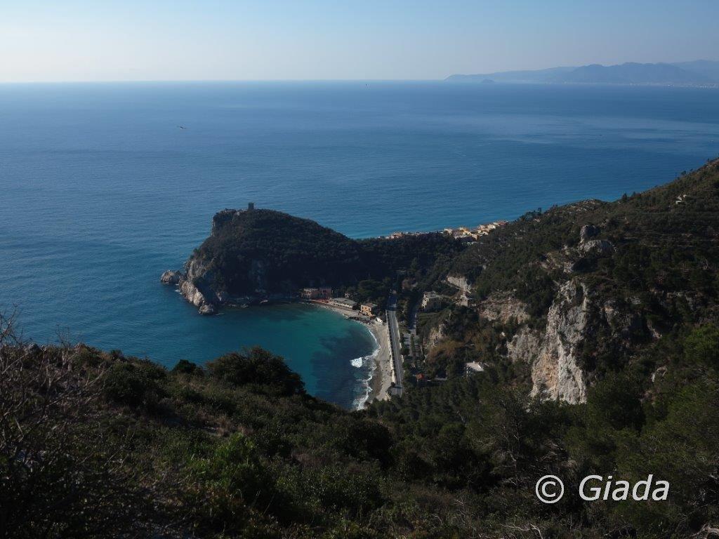 Uno sguardo verso la Baia dei Saraceni e Punta Crena