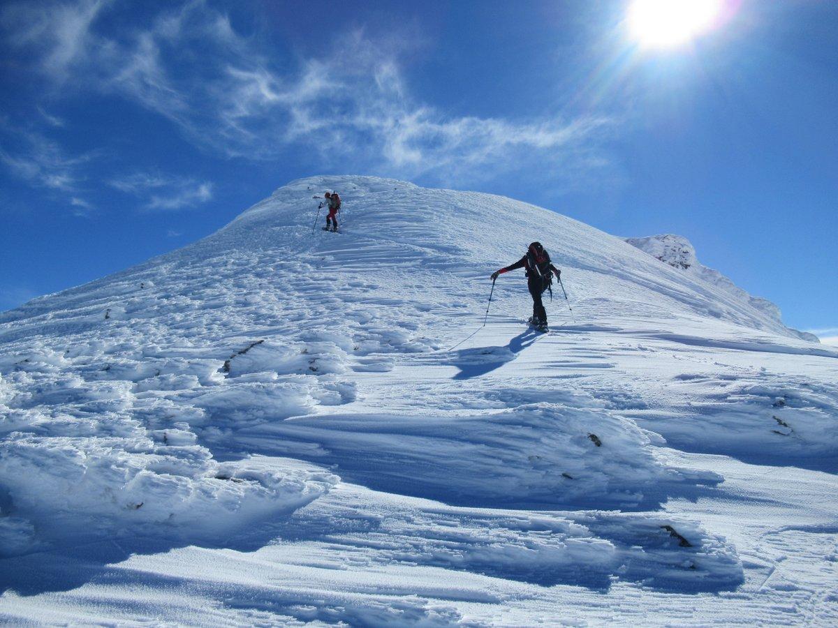Arrivo sulla cima principale dello Spitzhorli: neve iper-lavorata dal vento