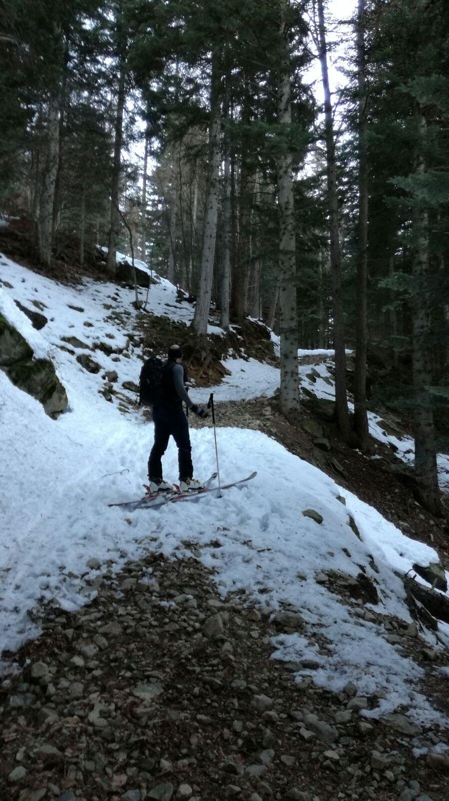 Inizio della salita...alla ricerca della neve sulla strada