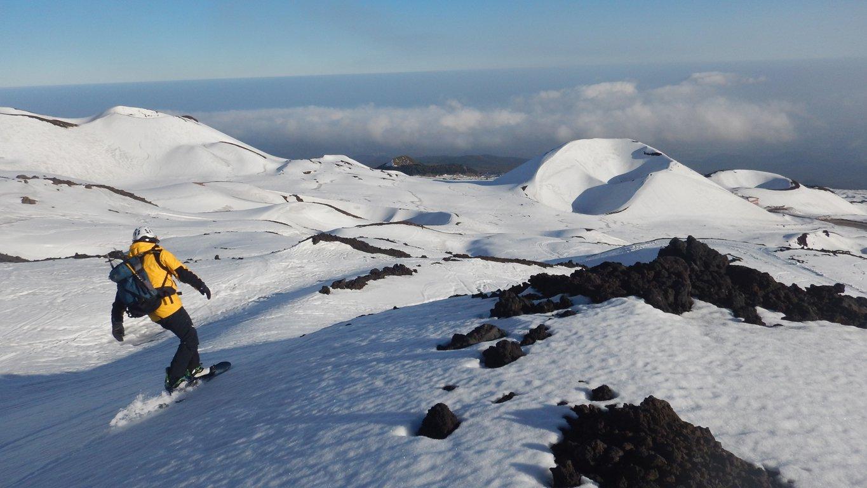 Sullo sfondo il Cratere Silvestri Superiore