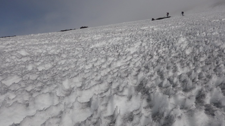 Neve a veletta vicino ai crateri