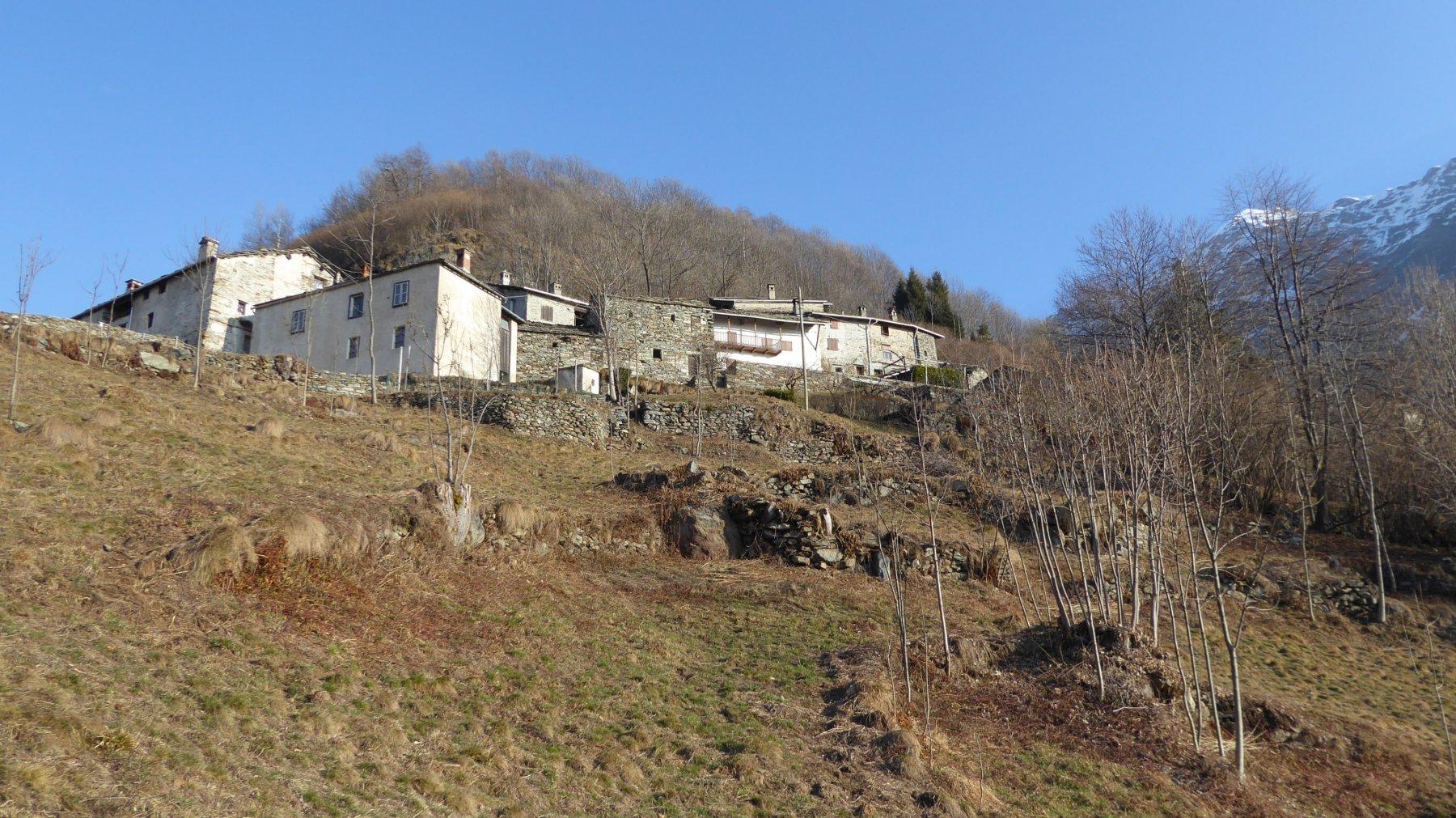 Il primo gruppo di case di Succinto