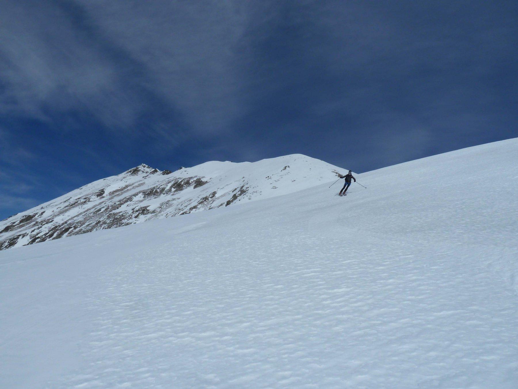 prime curve su neve primaverile
