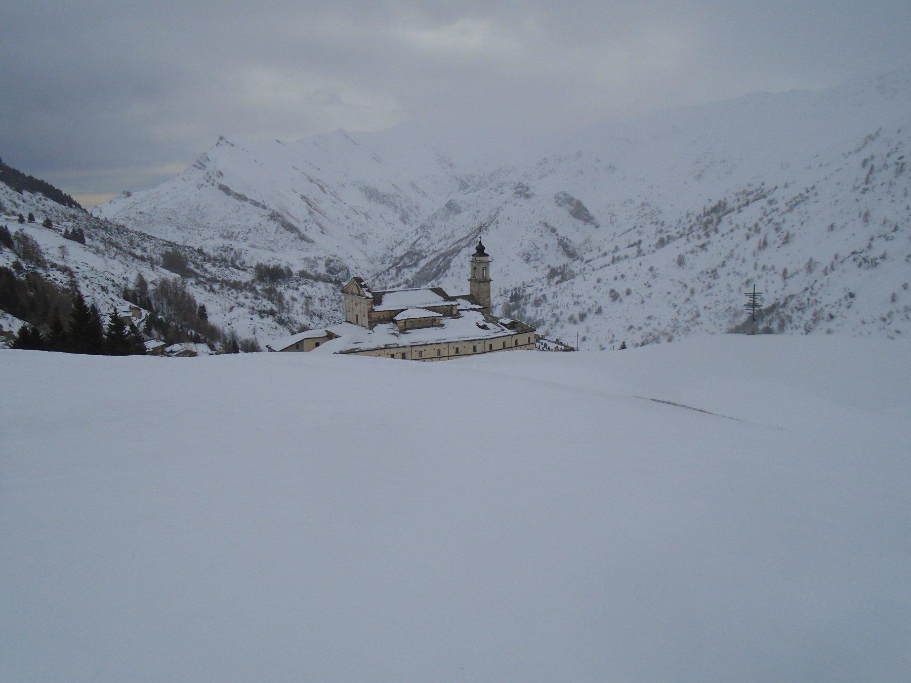 Il tempo peggiora di nuovo arrivando al santuario e inizia a nevicare