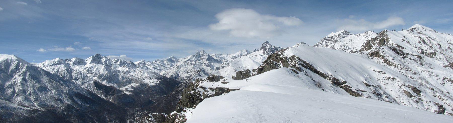 parte del notevole panorama dalla cresta, con Rocciamelone, Lera, Croce Rossa, Torre d'Ovarda, Ciorneva