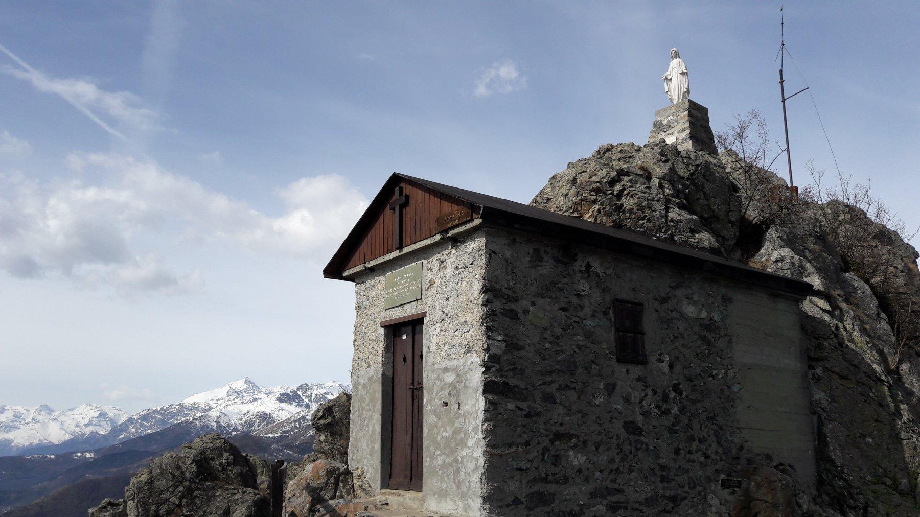 Madonnina e cappella in cima con il Rocciamelone