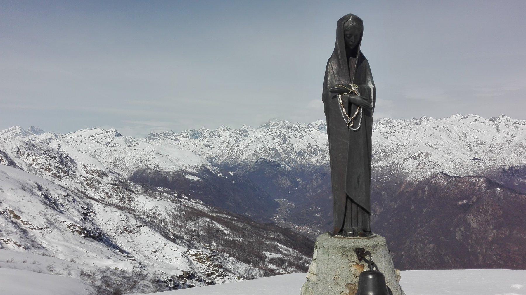 La Madonnina del Soglio con il Gran Paradiso sullo sfondo