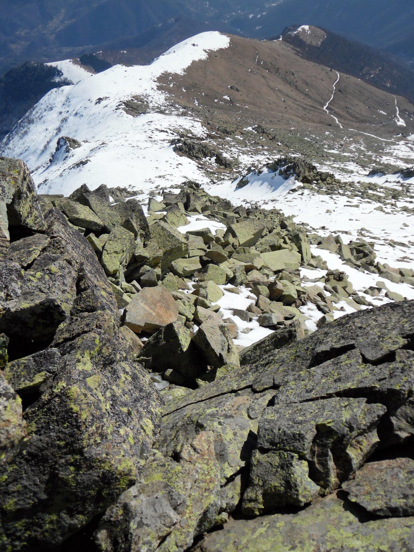 La pietraia di salita e la Costa della Mula