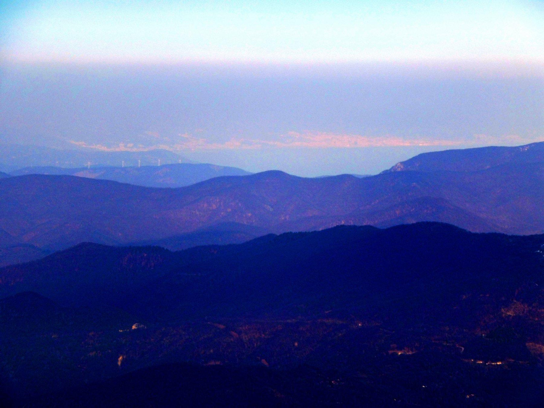 Genova mare blu e smog dalla centrale a carbone