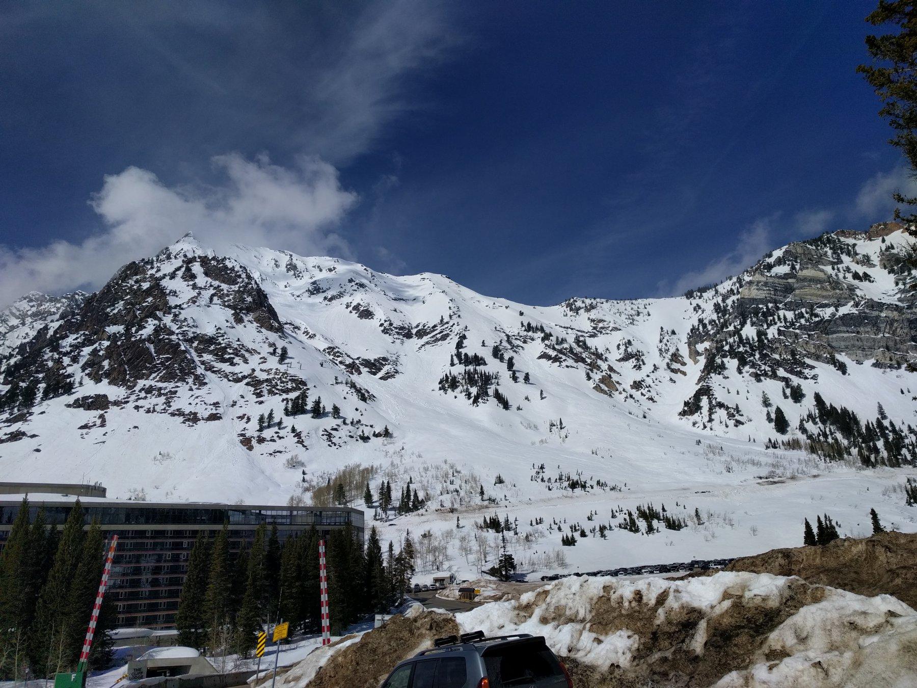 Il mont Superior visto dal basso con il versante di discesa