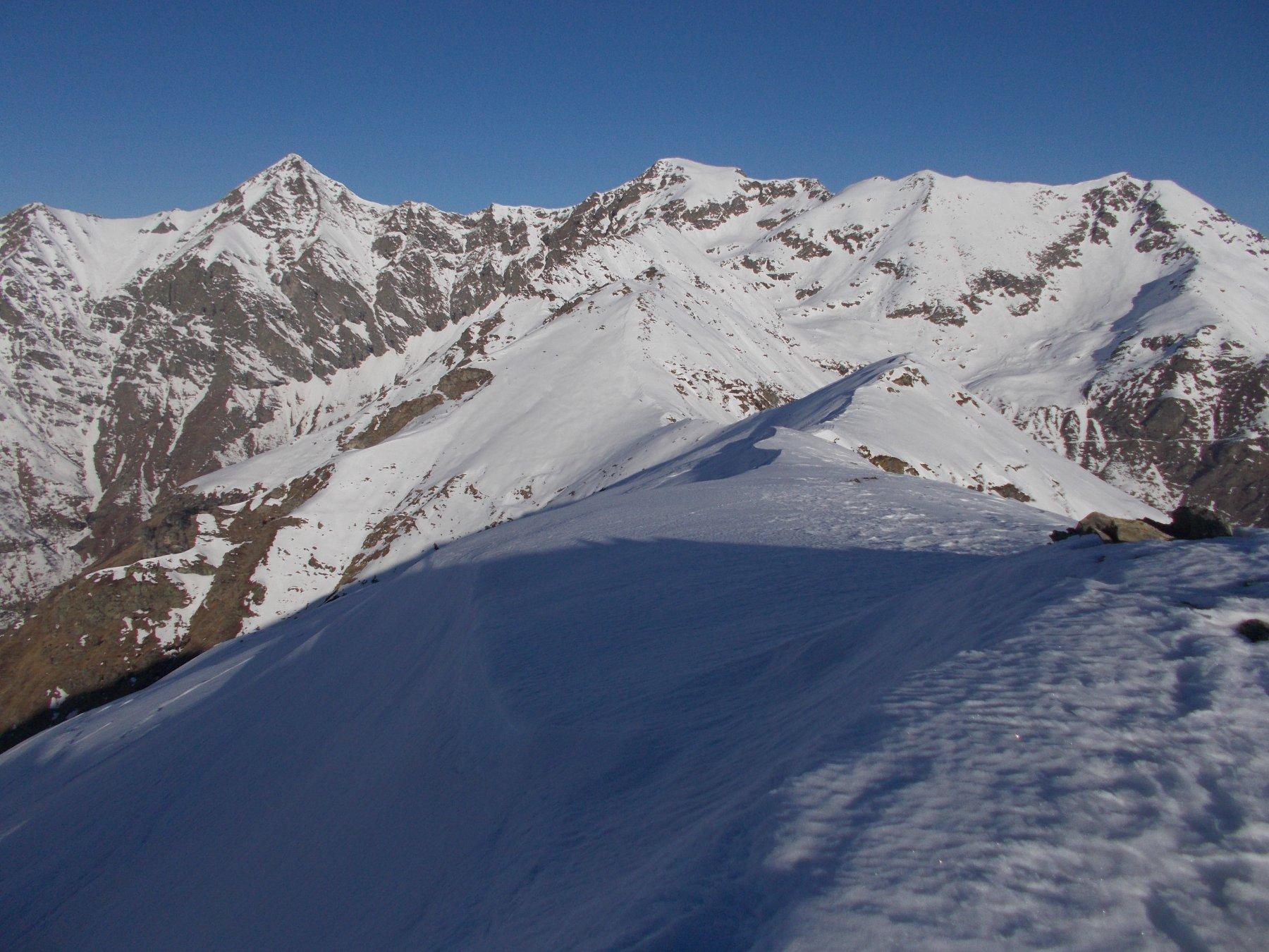 la dorsale verso il Costigliole..dalla Vergia detto anche Monte Gountin..