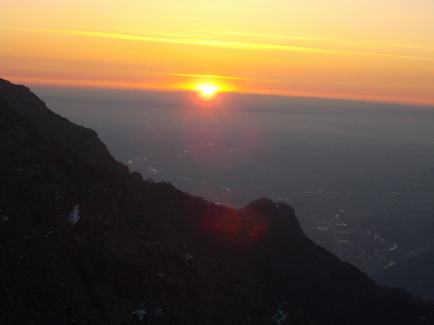 e dietro il Castelus..ecco che spunta il sole..