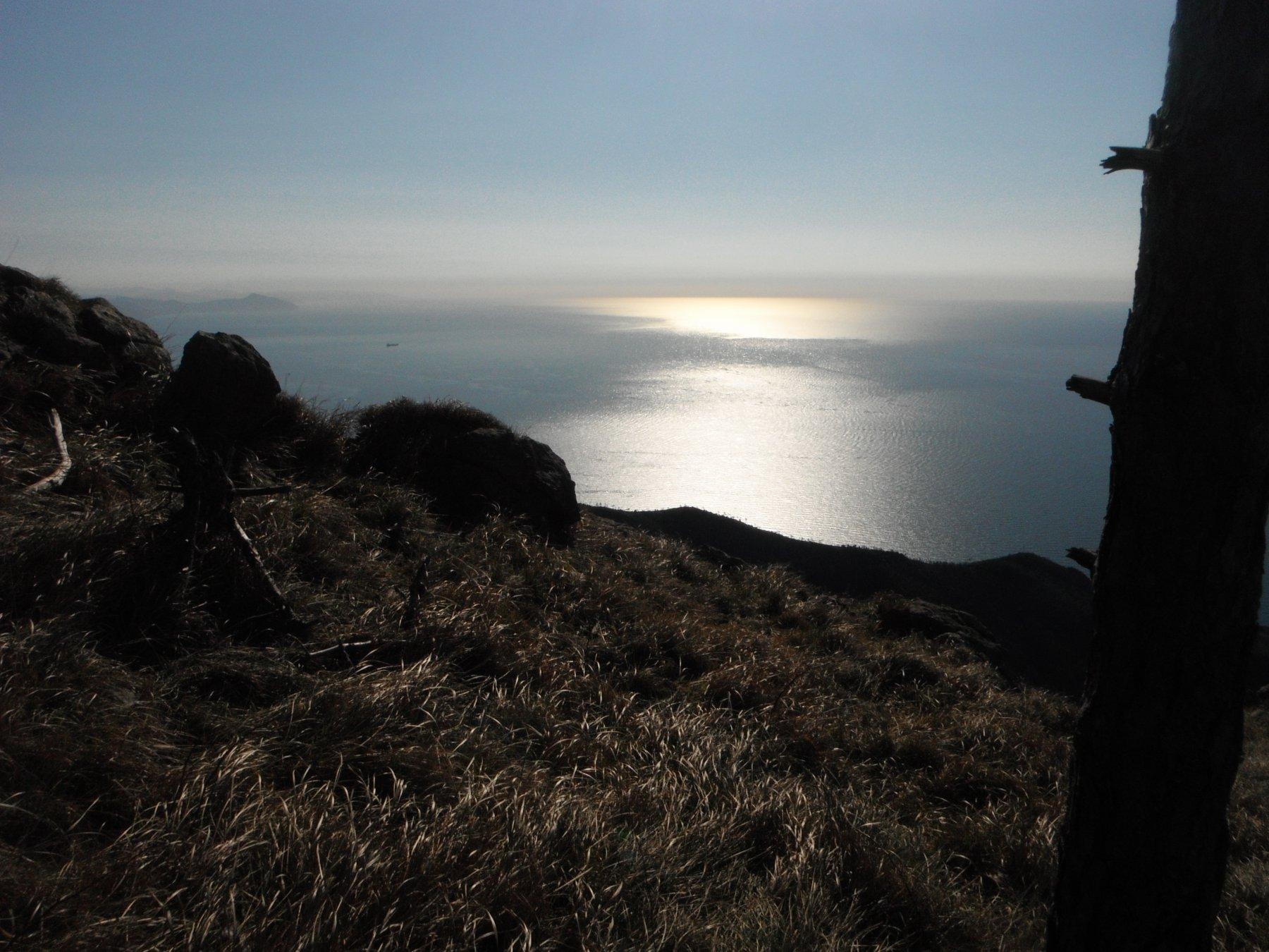 Il Mar Ligure salendo verso il Riparo Belliventi