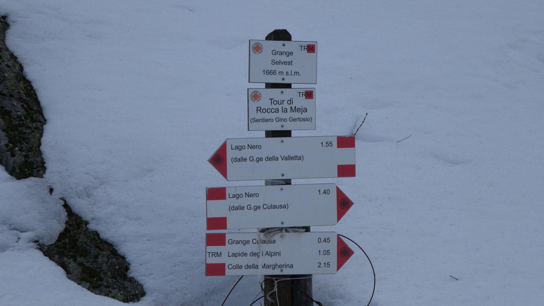cartelli indicatori presso le Grange Selvest