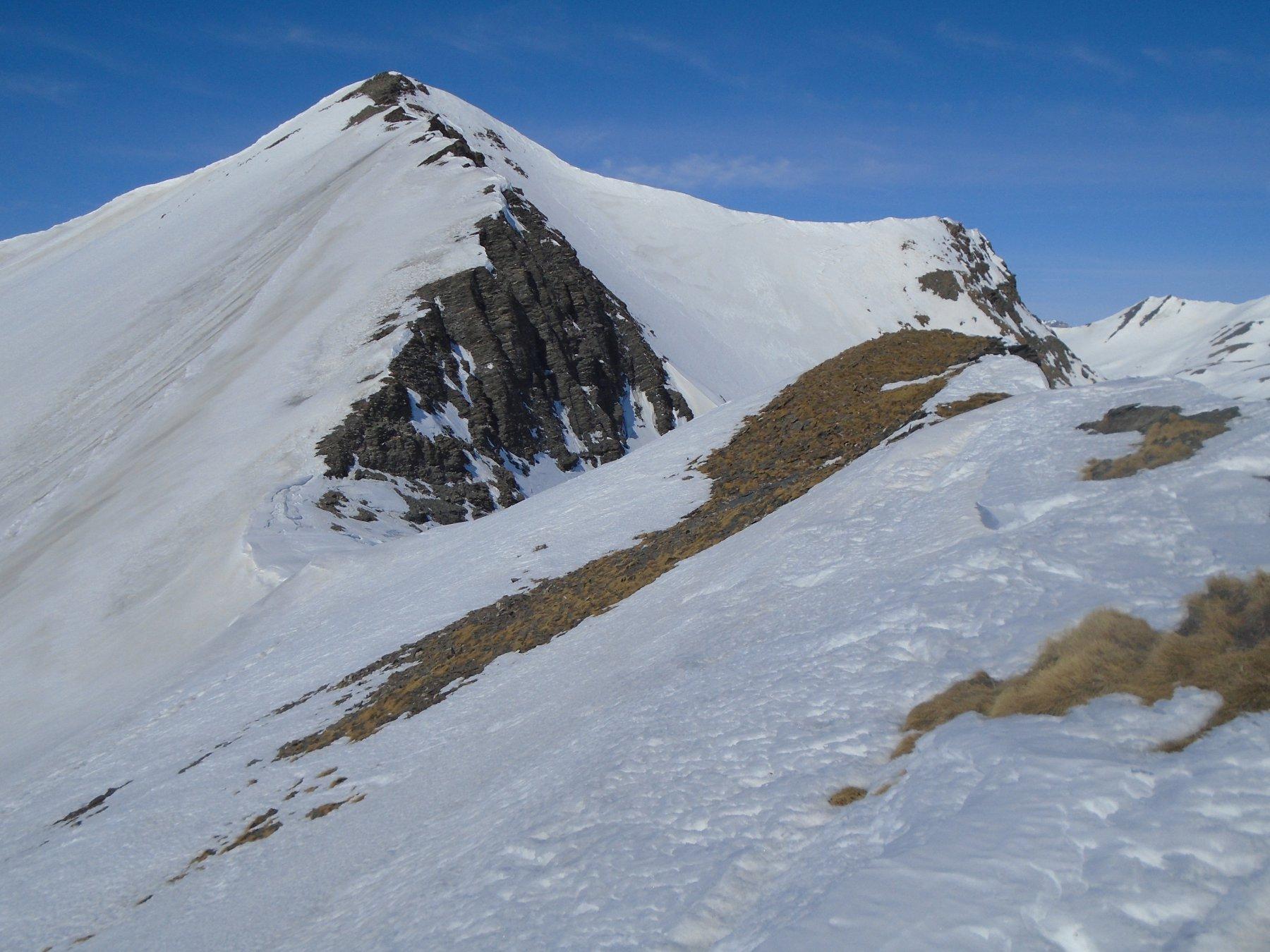 Dalla cresta sguardo indietro verso il Buc: vetta sud a sx, vetta nord a dx