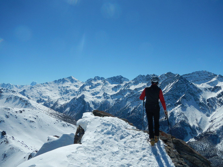 dalla cima: la bella catena che divide la Valle Argentera dalla Val del Thures