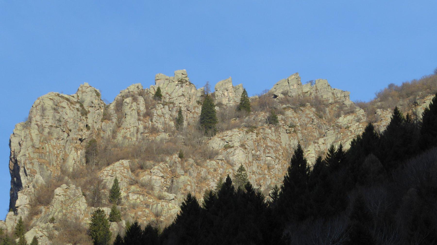 Zoom su Mont Bellin, terz'ultimo a destra, dalla piazza di Ronco