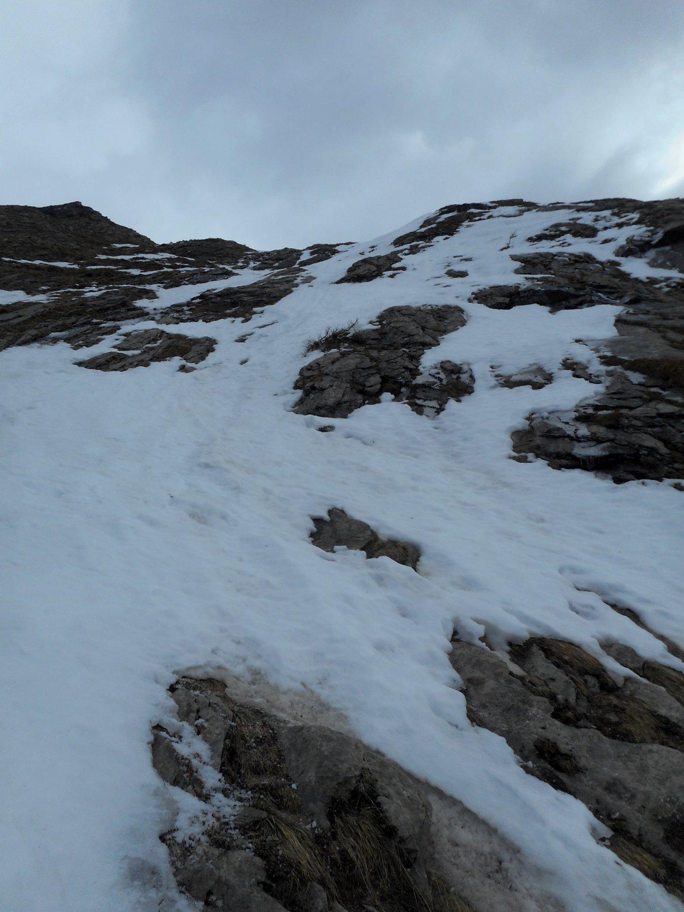 poca neve nella parte bassa ripida