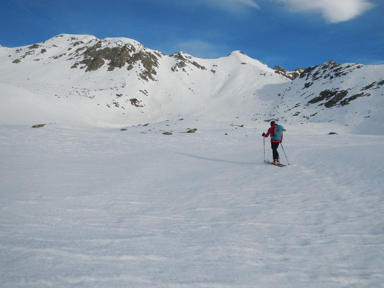 sulla destra la Punta del Lago 2632 m.