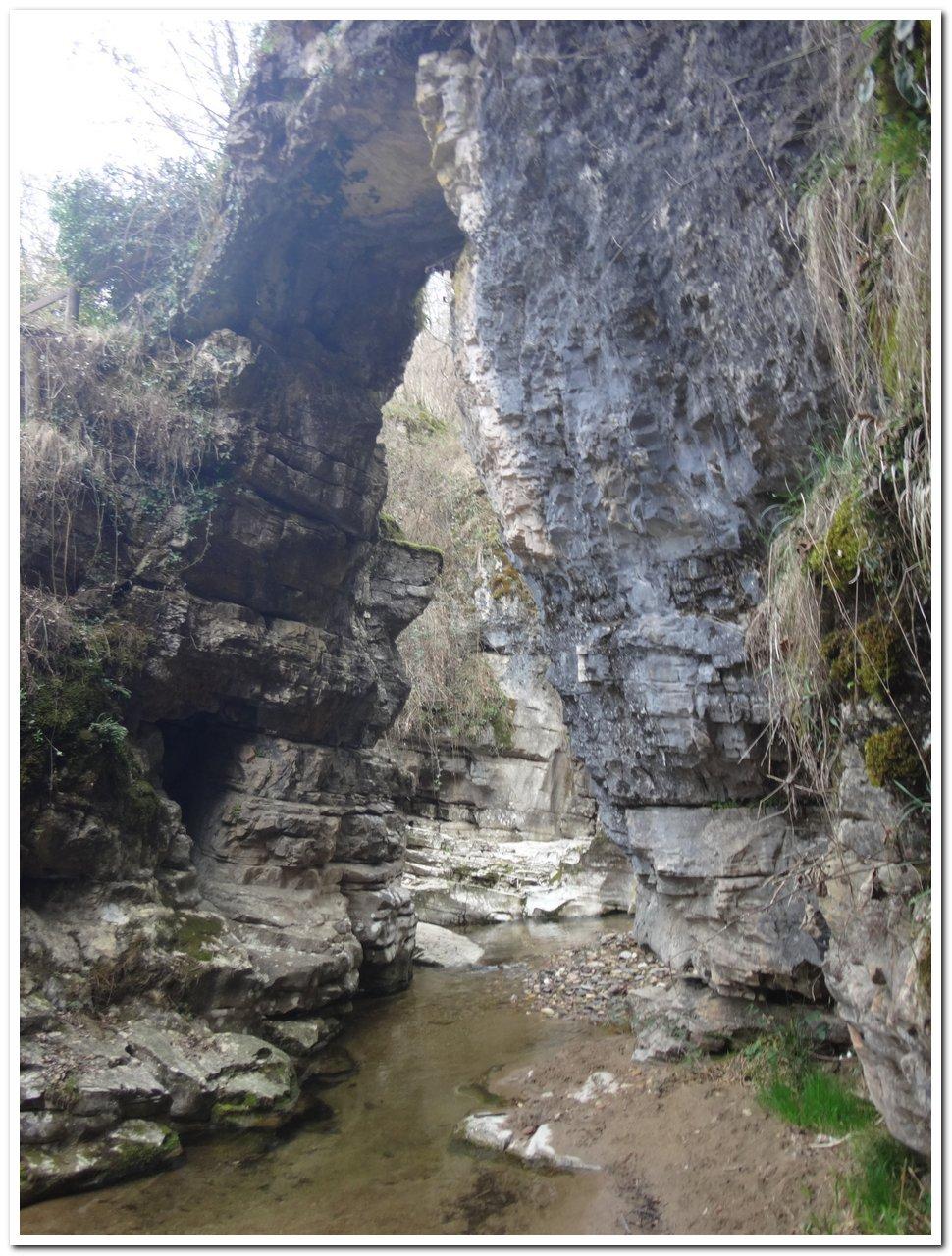 Scorcio delle grotte di Ara